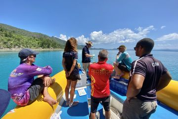 Tourism operators turn into citizen scientists to monitor reef water quality